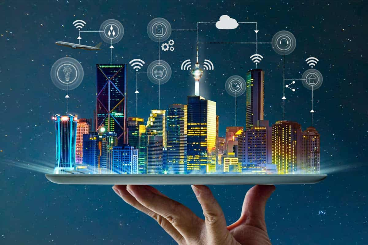 a hand to provide example of edge computing